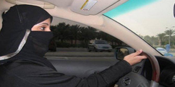 Suudi Arabistan'da ilk kadın sürücü kazası meydana geldi: 1 ölü, 1 yaralı