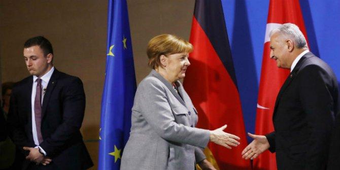 Merkel 'Yücel kararı'ndan memnun: Diğerleri de adil ve hızlı yargılanmalı