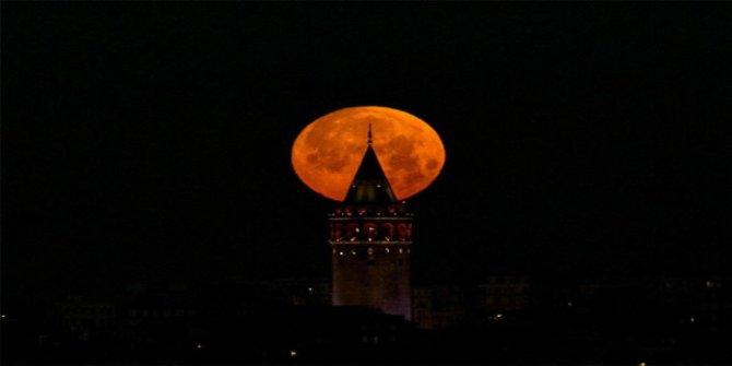 Kanlı Ay Tutulması 2018 bugün kaçta ve nerede izlenebilecek? Korkutan ay tutulması senaryosu