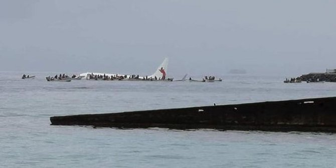 Son dakika! Yolcu uçağı denize acil iniş yaptı