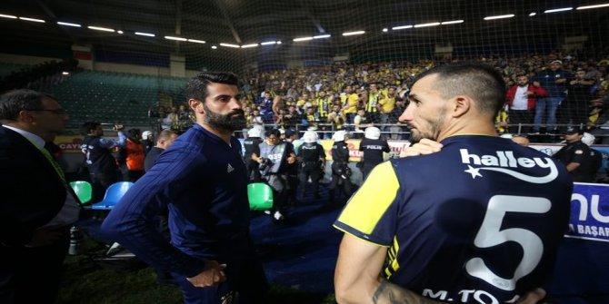 Fenerbahçe taraftarı, Çaykur Rizespor mağlubiyeti sonrası futbolcuları yuhaladı!