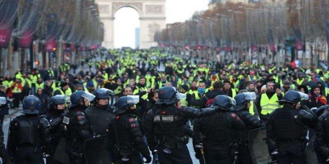 Fransa karıştı, Macron canlı yayında açıkladı: Ekonomik ve sosyal bir olağanüstü hal ilan edeceğim