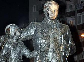 Atatürk heykelini hain saldırı
