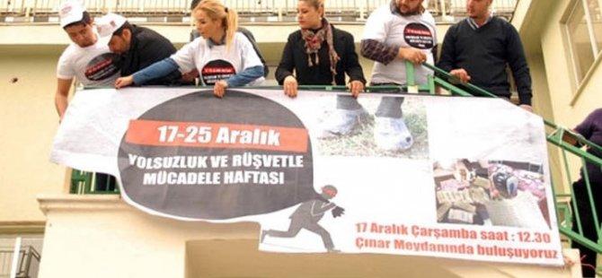 AKP'li Belediyeye 'yolsuzluk' afişi astılar