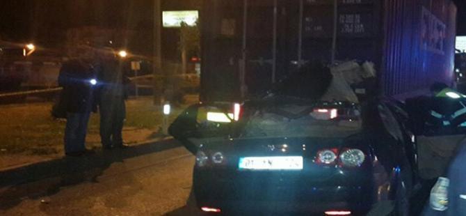 Mersin'de otomobil TIRa çarptı: 5 kişi öldü