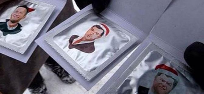 Rusya'da muhalefet liderlerinin fotoğrafları prezervatiflerin üzerinde!