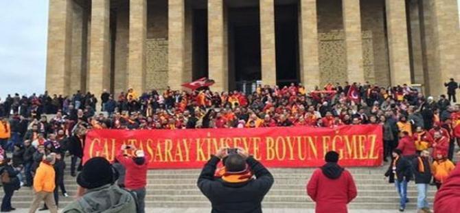 Erdoğan'ı ziyaret eden Galatasaray yönetimini protesto eden taraftarlar Anıtkabir'e gitti
