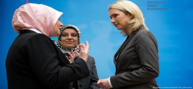"""Almanya'da """"İslam Zirvesi"""" yapıldı"""