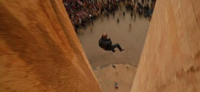 IŞİD eşcinsel iki kişiyi metrelerce yüksekten attı