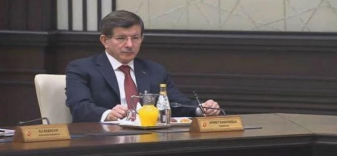 Ahmet Davutoğlu'nun bu pozu sosyal medyayı salladı