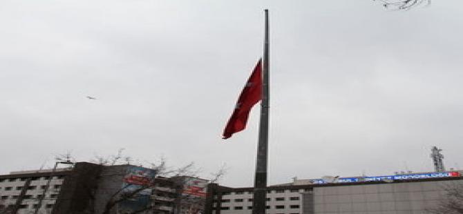 Kral için bir tek o bayrak yarıya indirilmedi