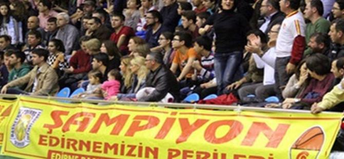 Fenerbahçe maçında sarı-kırmızı bayrak krizi!