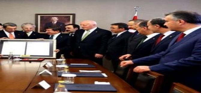 TOBB'dan Başbakan Davutoğlu'na anlamlı hediye