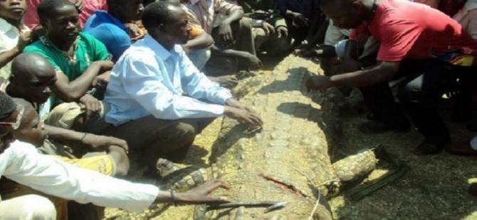 Karısını yiyen timsahı öldürdü