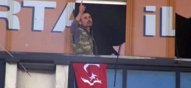 AKP Kartal ilçe binasına silahlı kişiler girdi