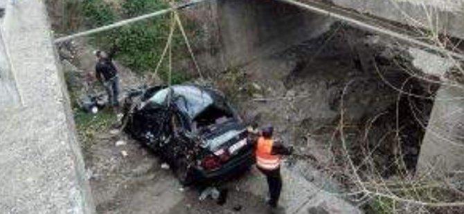 Otomobil Köprüden Uçtu: 2 Ölü