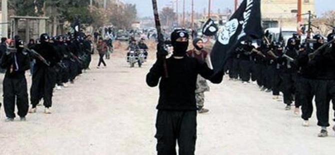 IŞİD'e katılmaya giden aile Türkiye'de gözaltına alındı