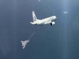 İnsansız savaş uçağına havada yakıt ikmali