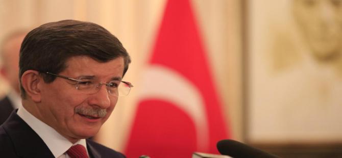 Davutoğlu'ndan Mustafa Akıncı'ya tebrik