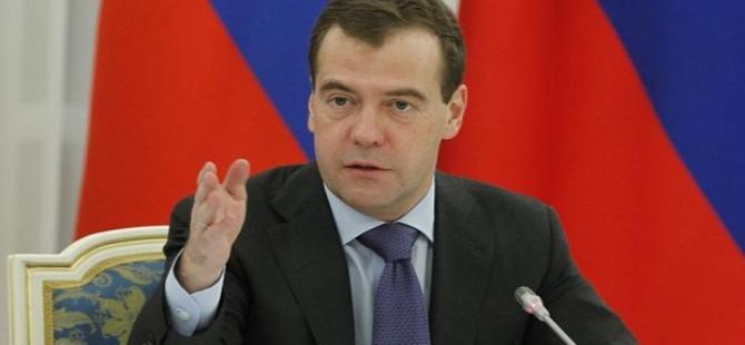 Putin'in ardından Medvedev de 'soykırım' dedi