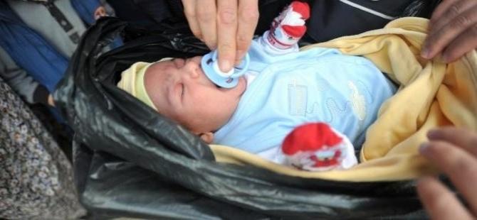 3 aylık bebeği çöp poşetinde attılar