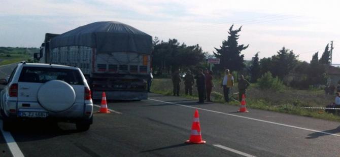 Otomobil askeri araca çarptı: 1 şehit, 3 yaralı