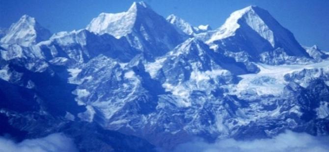 Himalayalar ve Everest Tepesi küçüldü
