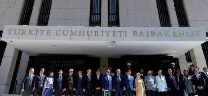 Başbakan Davutoğlu, İzmir Başbakanlık Ofisi'ni açtı