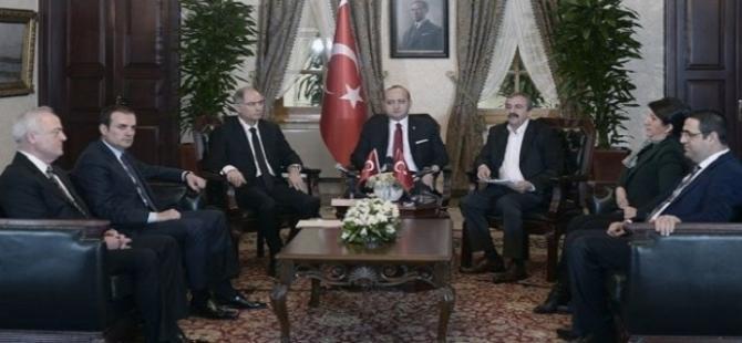 Demirtaş'tan Erdoğan'a: Oturma düzenini bile biliyordu