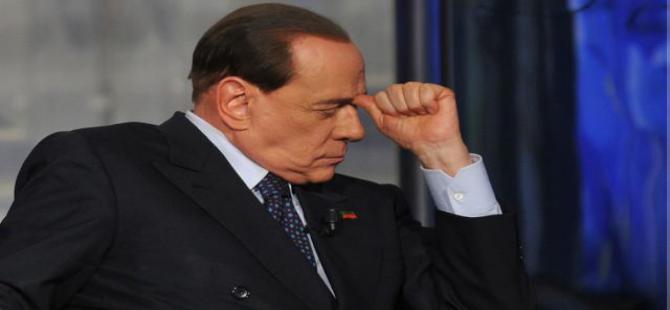 Berlusconi yanlış aday için oy isteyince...!