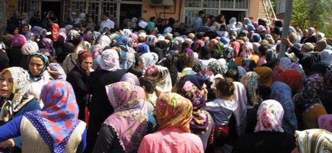 'Belediye 50 lira dağıtıyor' izdihamı