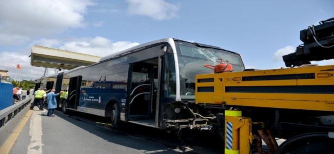 Boğaziçi Köprüsü'nde metrobüs kazası!