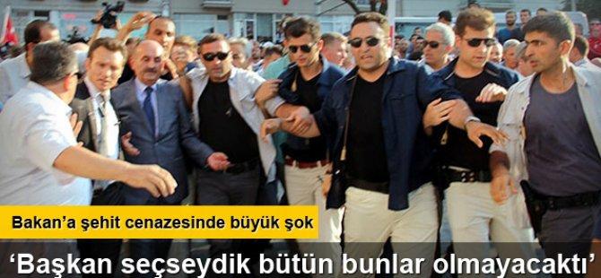 """Bakan'a şehit cenazesinde """"başkanlık"""" protestosu!"""
