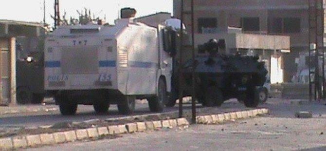 Hendekleri kapatan polislere saldırı