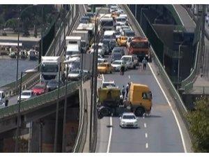 Haliç Köprüsündeki kaza trafiği felç etti