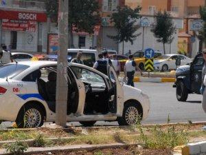 Silopi ve Diyarbakır'da polise saldırı