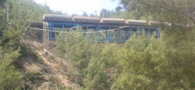 Tren geçerken patlama: 2 makinist yaralı