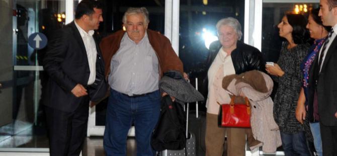 """Dünyanın """"en yoksul devlet başkanı"""" Jose Mujica İstanbul´a geldi"""