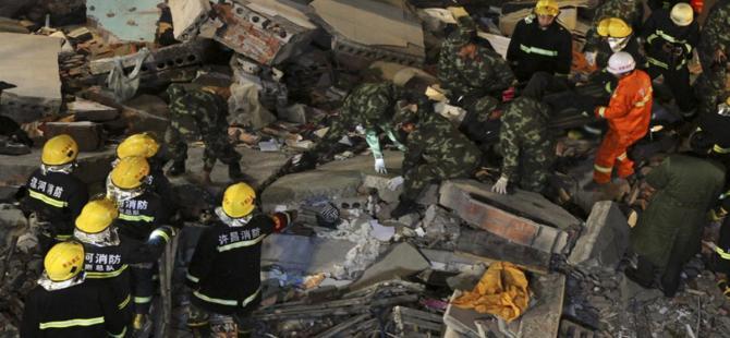 Çin'de iki katlı bina çöktü: 17 ölü