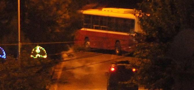 YDG-H'liler belediye otobüsü ile yolu kapattılar