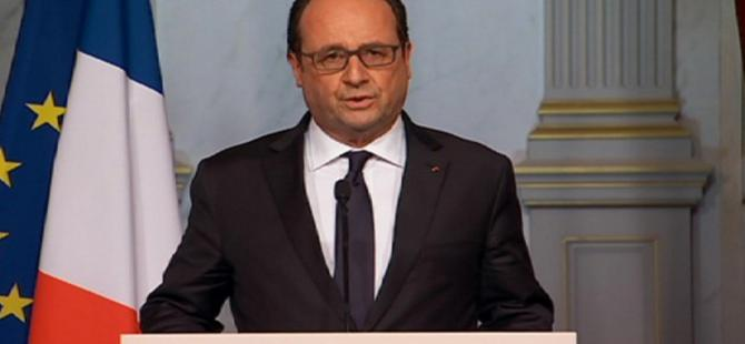 François Hollande Paris'e döndü