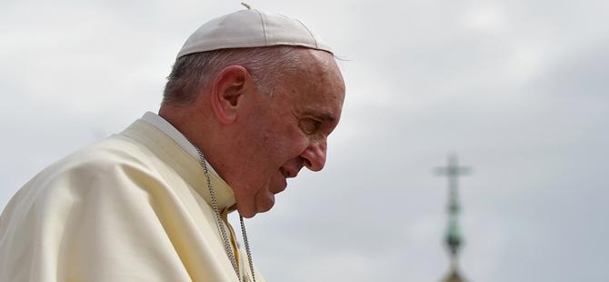 """Papa: """"Paris'teki saldırılar, parçalı 3. Dünya Savaşı'nın bir parçası"""""""
