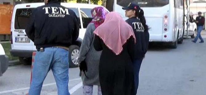Canlı bombanın eşinin de aralarında bulunduğu 4 kişi tutuklandı