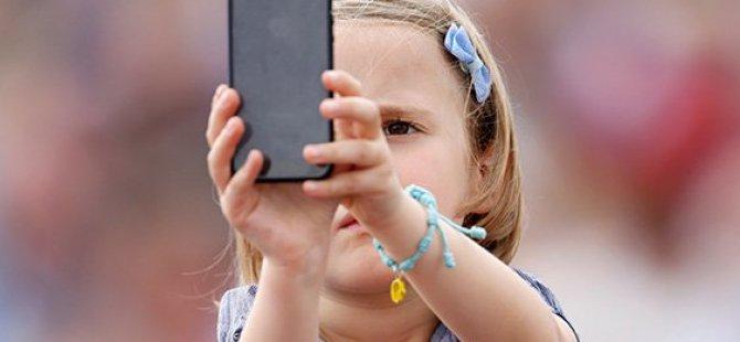 Çocuğunuz Akıllı Telefon Bağımlısı Mı?