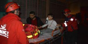 Yangın binayı sardı, 10'u çocuk 17 kişiyi itfaiye kurtardı