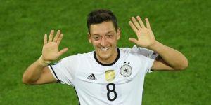 Almanya'da 'yılın milli futbolcusu' Mesut Özil seçildi