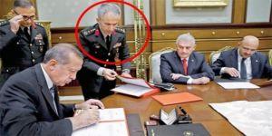 YAŞ'ı imzaya sunan Albay da FETÖ'den tutuklanmış