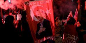 Cumhurbaşkanı Erdoğan balkonda halka hitap etti: İlk iş idamı görüşeceğim