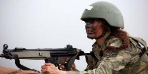 Türkiye'nin ilk kadın komandosu Arzu Astsubay 'bröve' için eğitimde