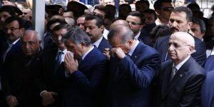 Abdullah Gül, babasının tabutunu omuzladı